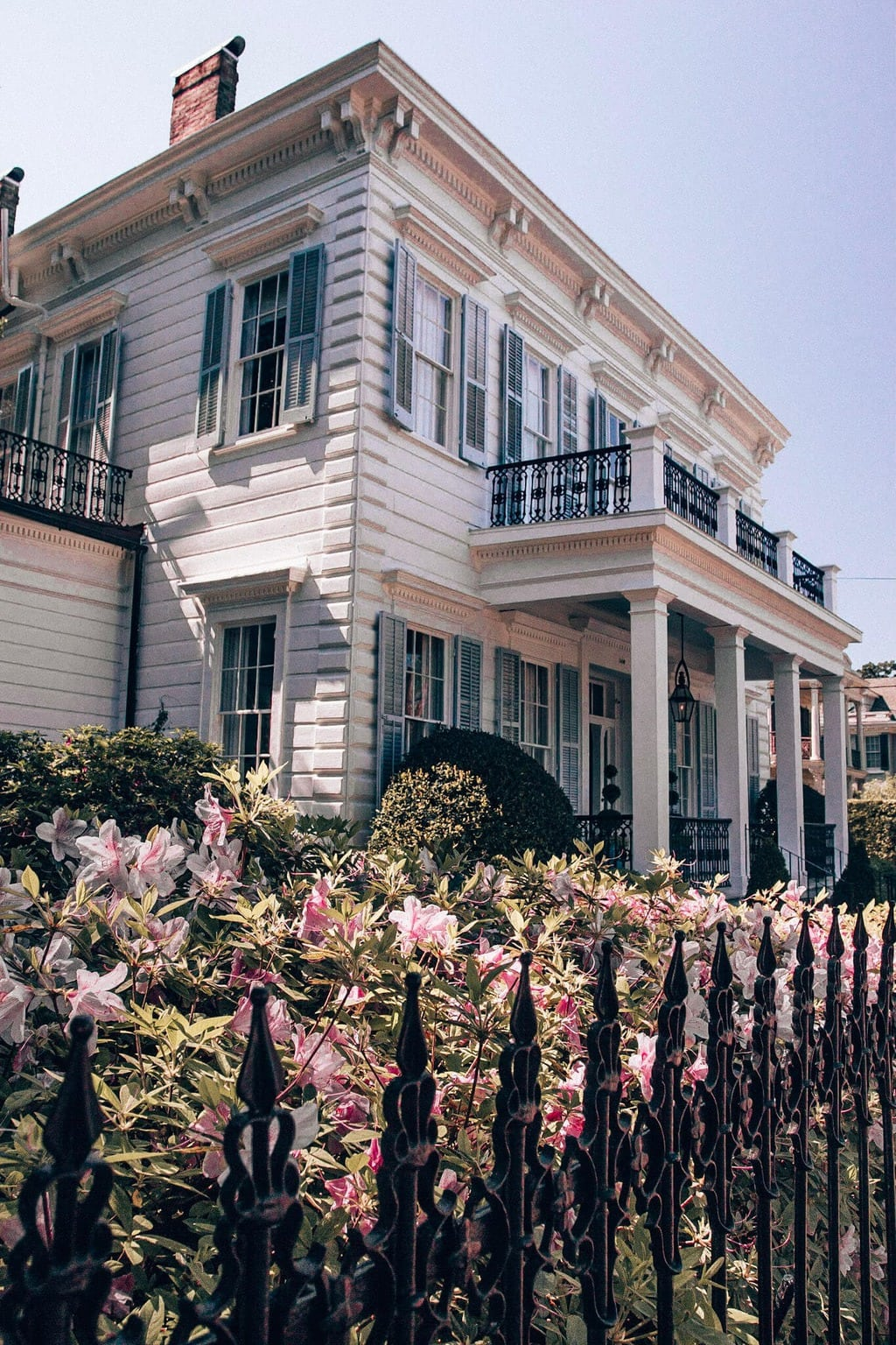 Beautiful home in Garden District in New Orleans with garden out front