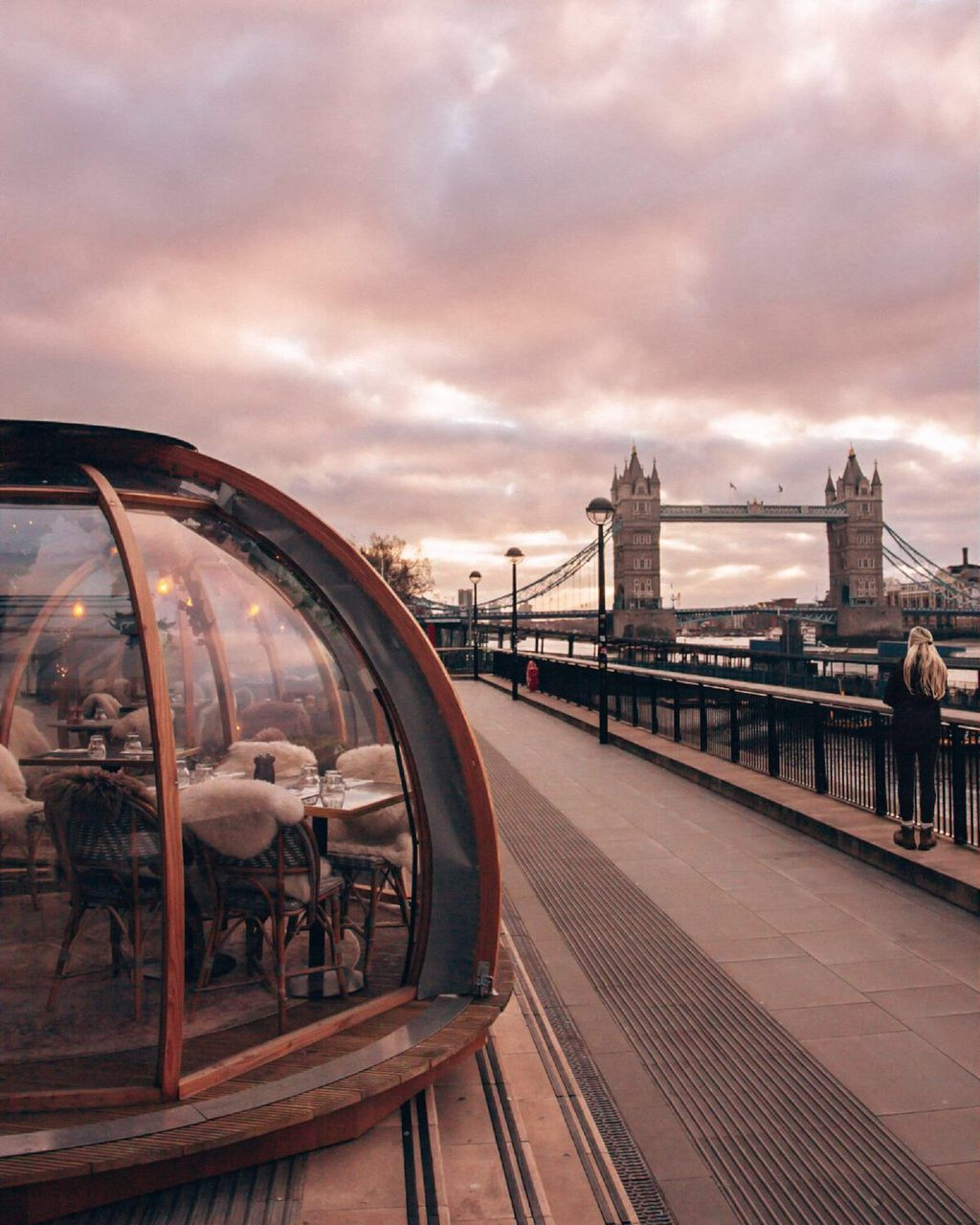Sunrise at Coppa Club igloos Tower Bridge. Get there early to eat in the Coppa Club igloos without a reservation