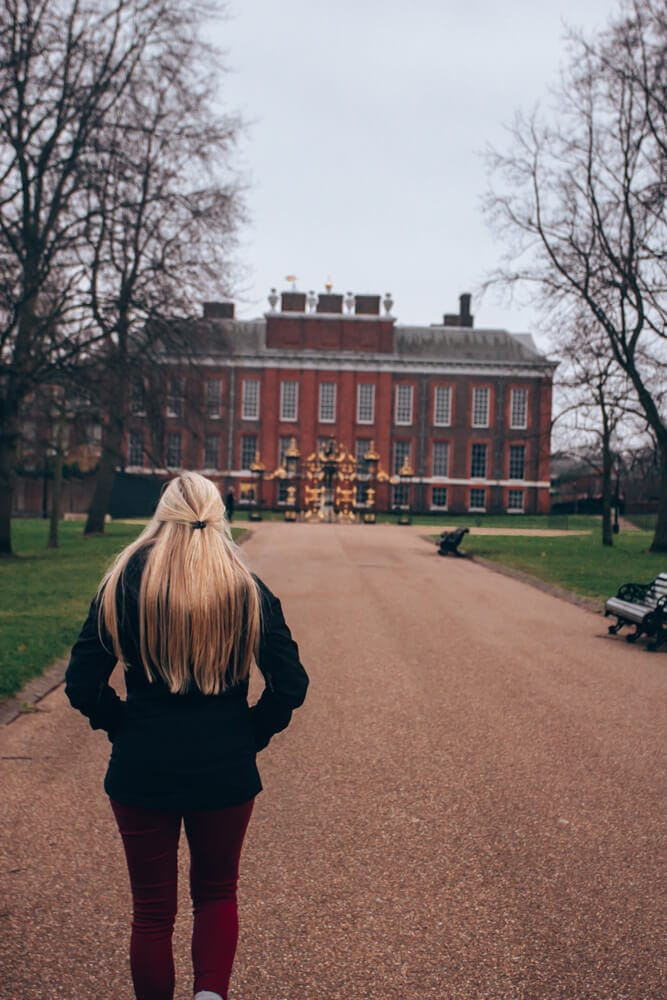 The walkway up to Kensington Palace in London. Find the perfect 3 day itinerary for London with Instagrammable places in London and places to see, places to eat, and places to stay.
