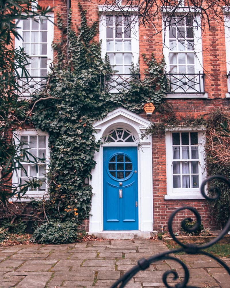 A colorful door in Notting Hill in London. Find the best streets in Notting Hill for photos in this itinerary for 3 days in London.