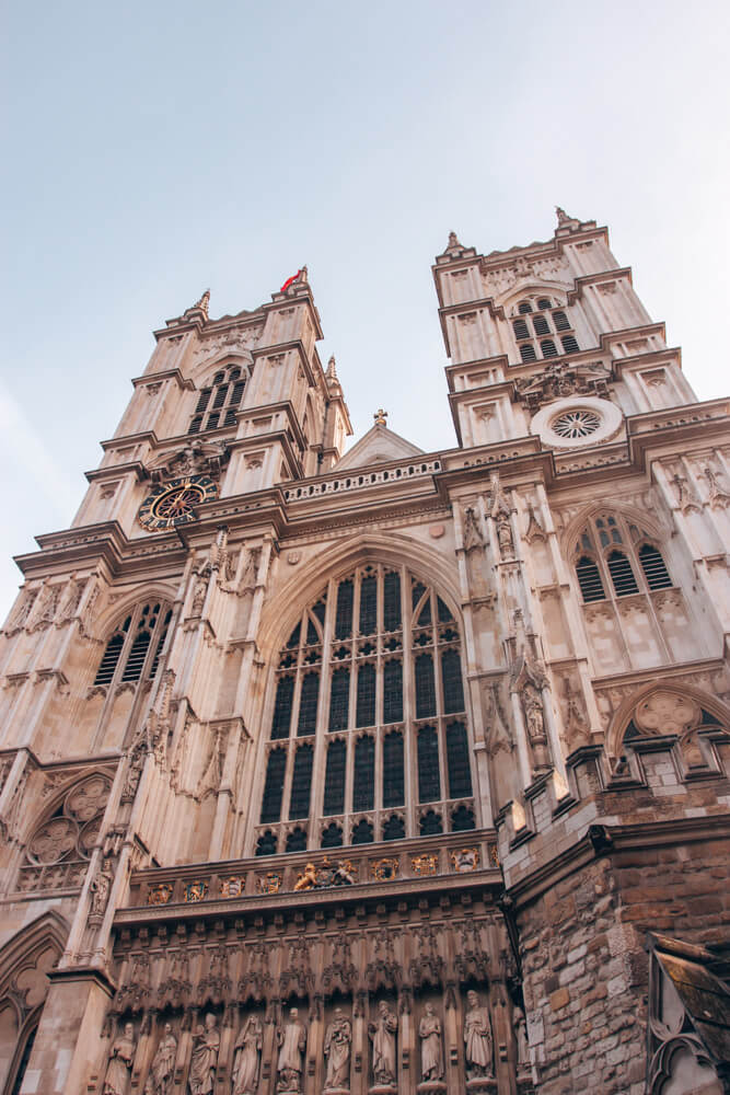 Westminster Abbey has an incredible exterior (and interior). Get the best London travel guide with this 3 day London itinerary to all the most Instagrammable photo spots in London.